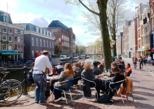 Amsterdam_cafe_canal_zoedawes