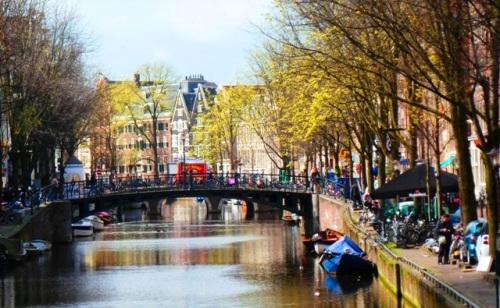 Amsterdam_canal_zoedawes